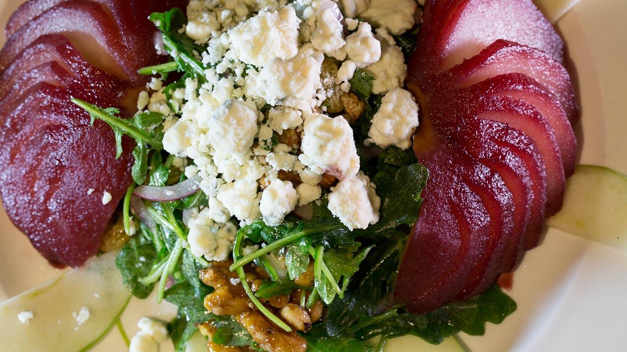 beet gorgonzola salad